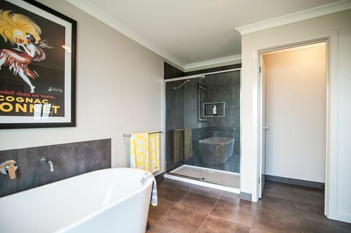 Medium dimensionhomes therhendisplay bathroom